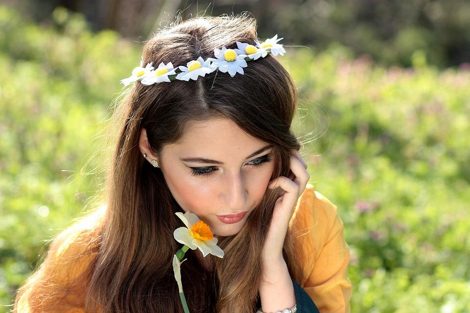 girl-1319130_960_720