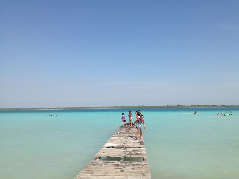 メキシコバカラル七色の湖無料ビーチ